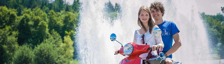 Moped Schüler und Schülerin